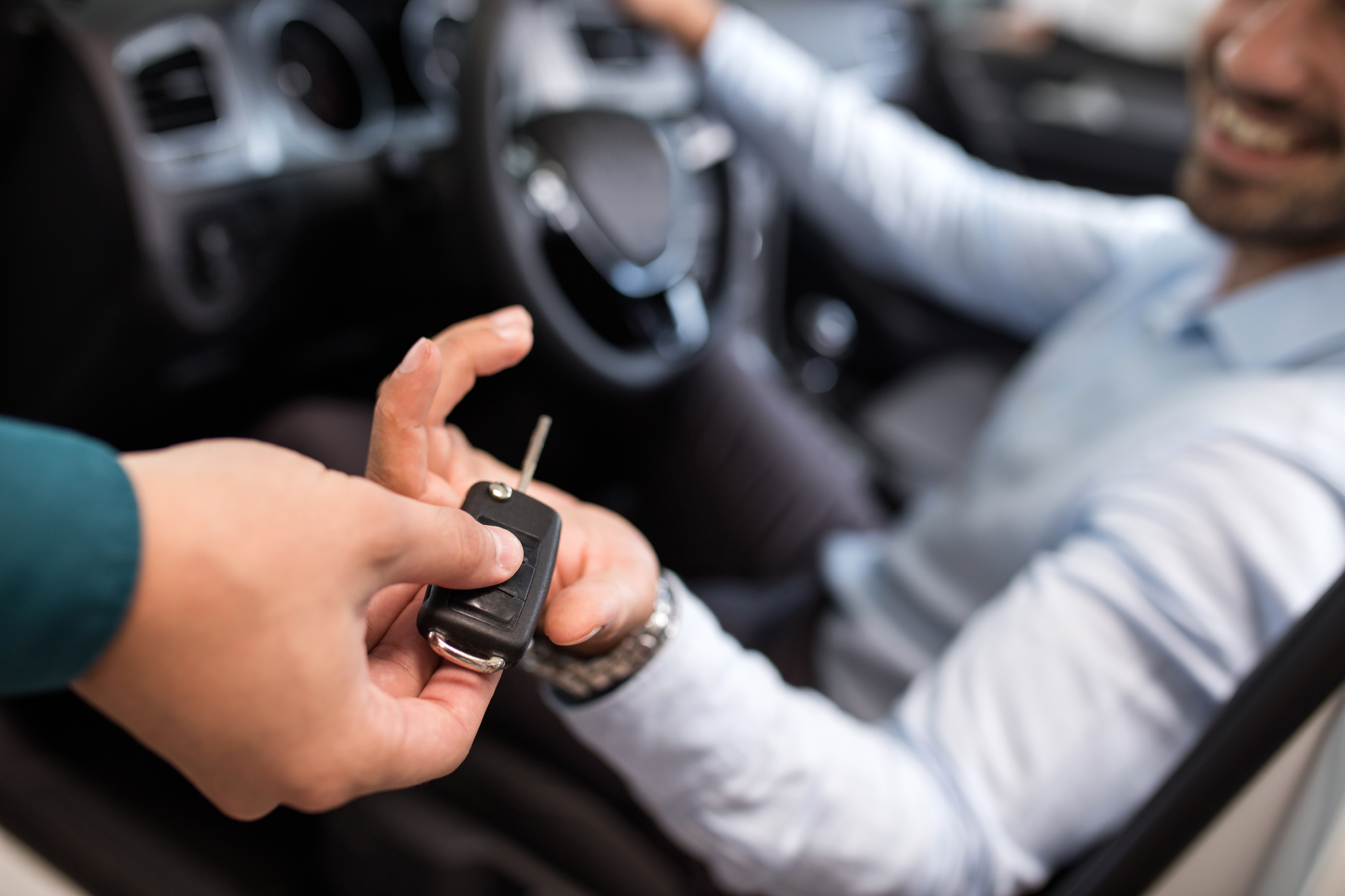 GettyImages-628453996_handing driver key